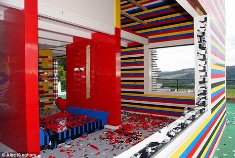 Lego records grootste lego huis ter wereld - Tijdschriftenrek huis van de wereld ...